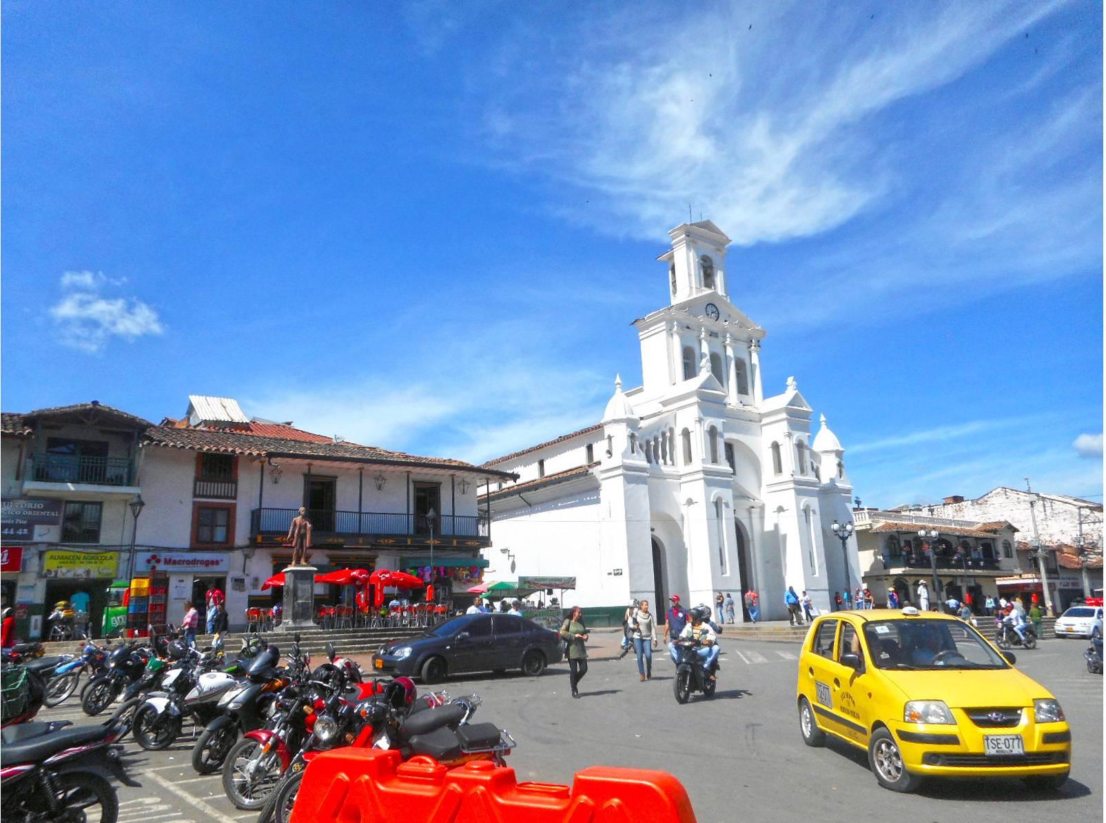 Marinilla_Colombia_August_2017_(7)_Plaza_de_Marinilla (1)_compressed