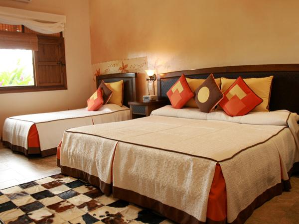 habitaci_n-superior-king-triple-hotel-campestre-el-campanario-en-villavicencio
