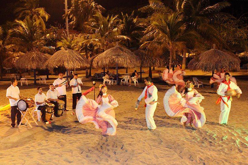 baile-en-la-playa-estelar-santamar-hotel_compressed