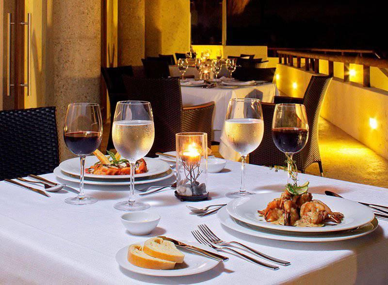 cena-restaurante-estelar-playa-manzanillo_compressed